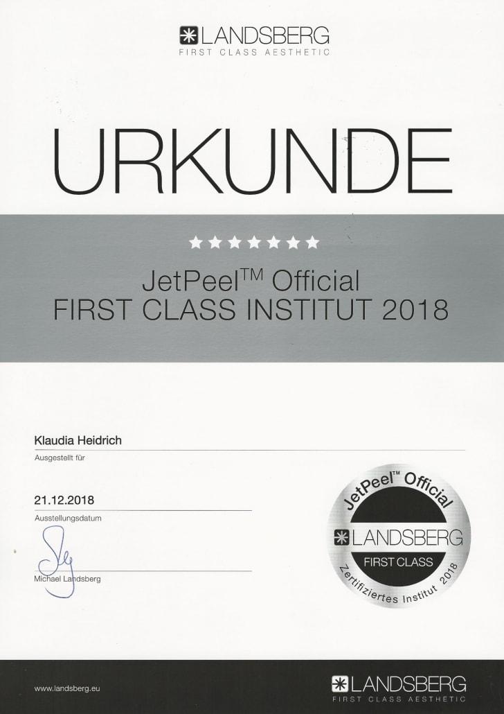 Auszeichnung Klaudia Heidrich mit First Class Official Institut 2018