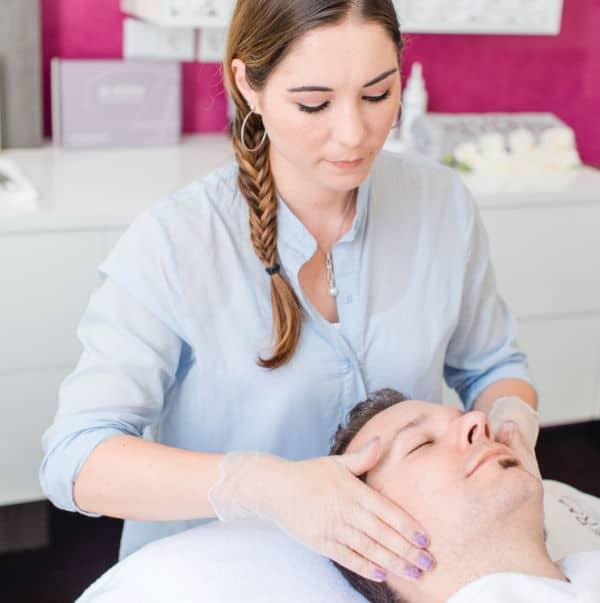 Apparative Kosmetik in Kombination mit ausgesuchten Wirkstoffbehandlungen